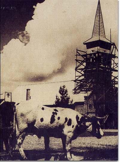 Construccion de la parroquia francescana de El Bolson