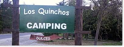 El cartel, a un lado de la ruta 16 que va al lago