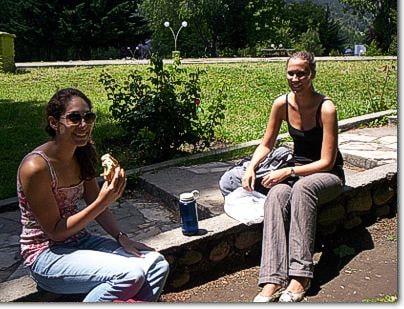 Turistas en Plaza Pagano, El Bolson